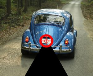 Image of a blue car with a target imposed on the number plate - demonstrating the process of License Plate Number Recognition (LPNR)